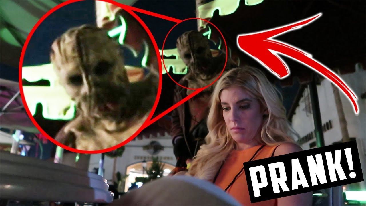 REBECCA ZAMOLO GETS PRANKED AT HALLOWEEN HORROR NIGHTS, UNIVERSAL STUDIOS (DAY 279)